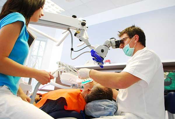 Impianti dentali a Brescia